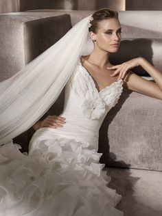 Chic Wedding Accessories: Headpieces and Veils by Pronovias - Belle the Magazine . The Wedding Blog For The Sophisticated Bride