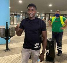 En images : Moussa Wagué vient d'arriver en Grèce pour finaliser son prêt 👉🏾 plus d'infos sur wiwsport.com #Senegal #wiwsport