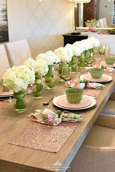 My Top Ten Posts of 2018 - Hydrangea Centerpiece for Spring Table Setting - Home with Holliday tablescapes My Top Ten Posts of - Home with Holliday Inexpensive Centerpieces, Summer Centerpieces, Wedding Table Centerpieces, Centerpiece Ideas, Centrepieces, Instead Of Flowers, Easter Table Settings, Lunch Table Settings, Deco Floral