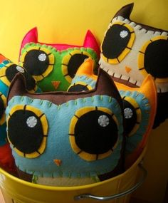 felt owl pillows - I need to learn how to sew!