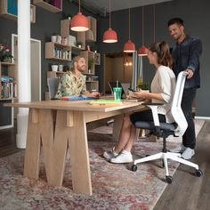 Co-working while enjoying the greatest seating comfort. Finally Friday, Swivel Office Chair, Co Working, Coworking Space, Urban Design, Cool Designs, Desk, Table, Furniture