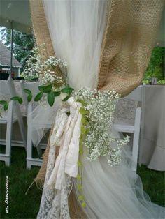 The Burlap Wedding Diaries || Quando si organizza un matrimonio eco-chic o campestre, la scelta dei tessuti (e più in generale dei materiali) più adatti è sempre molto importante per ottenere l'effetto desiderato.
