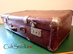 *CultStück.*    ... und Tschüß ... 40s Vintage Koffer  Ein bildschönes, nostalgisches Schätzchen aus den vierziger/fünfziger Jahren, sehr apart durch seine tollen  Metallecken- und...
