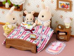 """""""Which bedtime story do you want to hear tonight?""""#SylvanianFamilies #kidstoys #play"""