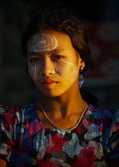 Myanmar woman - Lafforgue      Ngapali beach, Myanmar    © Eric Lafforgue   www.ericlafforgue.com