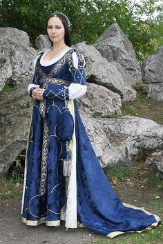 another beautiful blue medieval dress :) Mode Renaissance, Costume Renaissance, Medieval Costume, Renaissance Fashion, Renaissance Clothing, Italian Renaissance Dress, Elizabethan Costume, Medieval Dress, Historical Costume