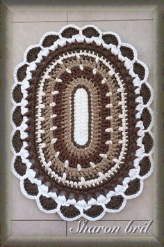 Crochet rug links to a picture. No pattern. Crochet Mat, Crochet Rug Patterns, Crochet Carpet, Crochet Designs, Crochet Doilies, Free Crochet, Crochet Home Decor, Crochet Crafts, Crochet Ideas