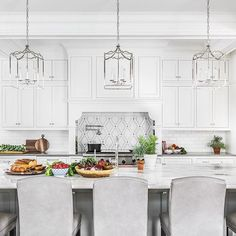 Next up on our #DSChicagoToBirmingham house tour, we're sharing this kitchen that we designed from scratch and all the pretty pieces of it. These @circalighting lanterns mixed with the white and gray @newravenna marble backsplash and this stunning quartzite countertop all work so nicely together. A little fun fact: the hood surround shape we originally designed wasn't quite right, so we had it cut in the field and refinished, to make it perfect...well, at least we think it is! Stay with us…