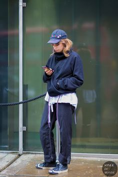 Molly Bridgwood Street Style Street Fashion Streetsnaps by STYLEDUMONDE Street Style Fashion Photography