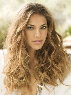 Debi Nova es una famosa cantante, compositora y bailarina de Costa Rica.