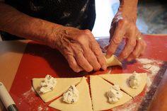 Babkine tvarohové rožky • recept • bonvivani.sk Cheese, Ale, Food, Bakken, Ale Beer, Essen, Meals, Yemek, Eten