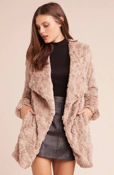 The softest of all time. Our Tucker wubby jacket is the closest you'll get to an all-chinchilla cuddle puddle. It also happens to look crazy chic over most outfits. Shop BB Dakota now. Suede Jacket, Fur Jacket, Fur Coat Outfit, Coats 2017, Black Faux Fur Coat, Comfortable Fashion, Interiores Design, 90s Fashion, Coats For Women
