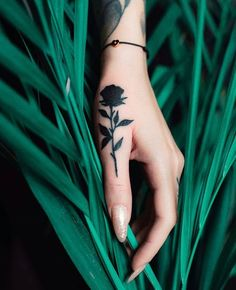 42 Extraordinary Small Hand Tattoo Designs Ideas That Will Make You Want One Pretty Hand Tattoos, Tribal Hand Tattoos, Rose Hand Tattoo, Tattoos Geometric, Small Hand Tattoos, Hand Tattoos For Women, Gorgeous Tattoos, Tiny Rose Tattoos, Tiny Tattoos For Girls