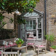 Garden room architecture Lean-to conservatory with grey painted sash windows and wooden garden furniture Lean To Conservatory, Conservatory Kitchen, Conservatory Design, Conservatory Extension, Outdoor Rooms, Outdoor Gardens, Outdoor Living, Outdoor Decor, Victorian Gardens