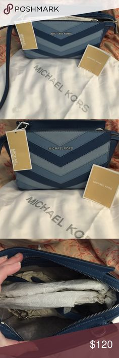 MK Bag Sky MD Messenger Leather Michael Kors Shoulder Bag💞Beautiful, Colorful, and Fun💥 A must have for any closet. Goes great with Jeans or a nice Dress too🎉 Don't miss this💎 Michael Kors Bags Shoulder Bags