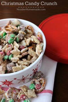 Christmas Candy Crunch - Christmas is right around the corner! Do you still have gifts to make and no time to make them? Maybe for neighbors, teachers, friends or even have a fun little take home gift for guests. Well, here's the perfect no bake…whip it up in under 15 minutes…totally delicious and addicting…treat for you to make…Christmas Candy Crunch!