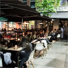 """Nuestro restaurante Lateral de Fuencarral se ha convertido en un lugar de referencia para cenar en una de las zonas más """"canallas"""" de Madrid.¡Te esperamos!"""