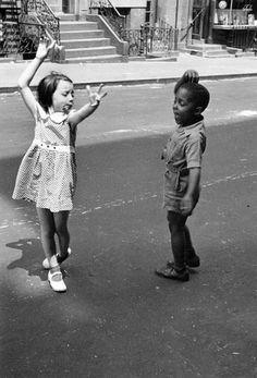 Helen Levitt - New York City, c.1940. S)