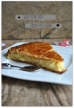 Galette des rois à la frangipane {recette de Cyril Lignac} My Recipes, Sweet Recipes, Cooking Recipes, Frangipane Creme Patissiere, Chefs, French Sweets, Desserts With Biscuits, Baking And Pastry, Eat Dessert First