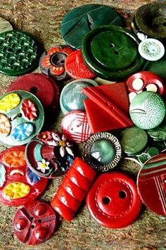 Vintage green and red buttons