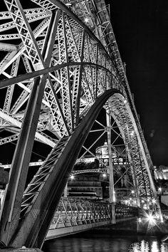 The Luís I (or Luiz I) Bridge is a metal arch brthe Douro River between the cities of Porto and Vila Nova de Gaia in Portugal.