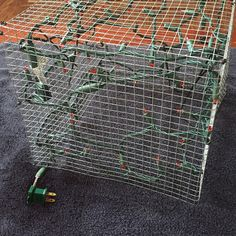 Chicken Wire Frame Lighted Gift Boxes - Christmas Lights, Etc Diy Christmas Yard Decorations, Gingerbread Christmas Decor, Diy Christmas Tree, Christmas Projects, Christmas Holidays, Outdoor Christmas Presents, Christmas Lights Etc, Navidad Diy, Theme Noel