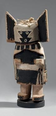 KACHINA ANGWUSNASOMTAQA OU TUMAS CROW MOTHER Cottonwood, pigments et coton Hopi, Sud Ouest des Etats-Unis circa 1920