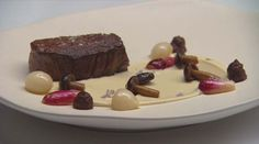 Eye Fillet with Onion Jam, Cauliflower puree and Jus Food N, Good Food, Food And Drink, Masterchef Recipes, Masterchef Australia, Onion Jam, Cauliflower Puree, How To Cook Mushrooms, Gourmet Recipes