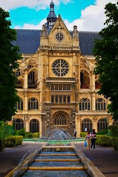 Jardin du Forum des Halles. St. Eustache in Paris, France