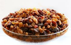 20 Incredible Benefits of Raisins for Health, Skin & Hair