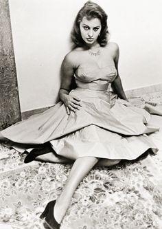 vintagegal: Sophia Loren 1950 ....reépinglé par Maurie Daboux ❥•*`*•❥