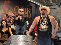 """Verne Troyer (Mini-Me) and """"Big Daddy Carlos"""" Producer of 'FEAR' casino attraction at Binion's http://www.lasvegasroundtheclock.com/images/stories/Judy/10-17-10/OktoberFrightFest/OktoberFrightFes_4393.jpg"""