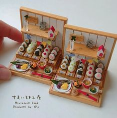 Miniature food Dollhouse By Pindot Miniature Crafts, Miniature Food, Miniature Dolls, Miniature Tutorials, Cute Polymer Clay, Cute Clay, Polymer Clay Miniatures, Diy Dollhouse, Dollhouse Miniatures
