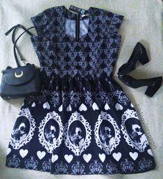 Look com o vestido Edward Mãos de Tesoura da And Roll Store!  https://www.instagram.com/androllstore/  #vintagepri #modageek #androllstore #edwardmãosdetesoura #timburtom #retro #geek #fashion #vintage