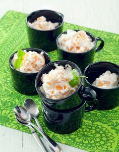 Persikkarahka on nopea ja helppo jälkiruoka. Siihen saa vaihtelua maustamalla sen appelsiinimarmeladilla tai mintulla. | K-Ruoka