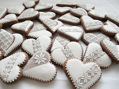 Lace Cookies, Sweet Cookies, Christmas Cupcakes, Royal Icing Cookies, Holiday Cookies, Christmas Desserts, Gingerbread Decorations, Christmas Gingerbread, Gingerbread Cookies