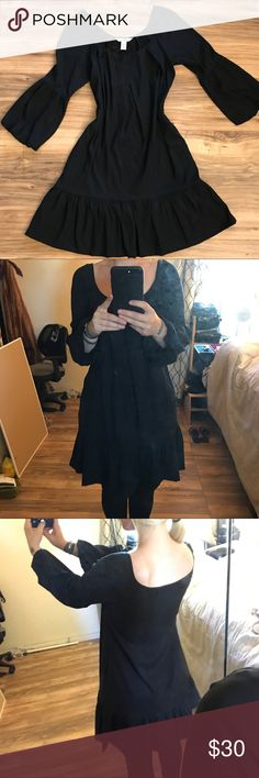 Babydoll black Diane von furstenberg dress pockets Worn twice, I love that it has pockets. Super soft , Just for reference, I'm 5'5 130lb 34-25-38 and I'm sure it could use a dry cleaning from hanging out in my spare room for a bit Diane Von Furstenberg Dresses Long Sleeve