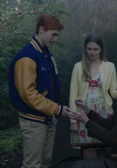 Trevor Stines as Jason Blossom from Riverdale. Riverdale Jason, Trevor Stines, Polly Cooper, Series Movies, Cheryl, Couple Goals, Tv Shows, Actors, Couple Photos