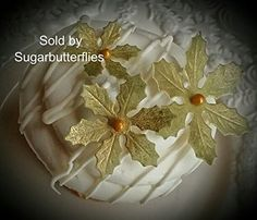 Edible Gold Poinsettia Flowers Cake Decorations Cupcake Toppers Set of 30 -- Read more at the affiliate link Amazon.com on image.