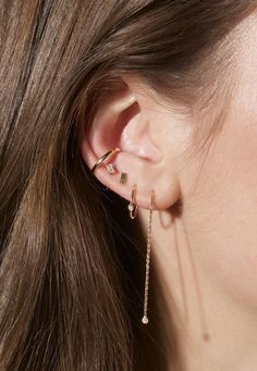 Trending Ear Piercing ideas for women. Ear Piercing Ideas and Piercing Unique Ear. Ear piercings can make you look totally different from the rest. Innenohr Piercing, Cute Ear Piercings, Multiple Ear Piercings, Piercings Rook, Tongue Piercings, Conch Piercing Jewelry, Orbital Piercing, Ear Peircings, Piercing Aftercare