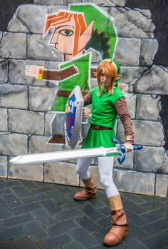 The Legend of Zelda: A Link Between Worlds - Link (Li Kovacs a. Link Cosplay, Epic Cosplay, Quay West, Legend Of Zelda Characters, Capital Of Canada, Royal Ontario Museum, Master Sword, Awesome Costumes, Wind Waker