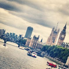 """Big Ben and London Bridge #londres #lovelondres #unionjack #bigben #viajes #visiting #citytouring #wicked"""