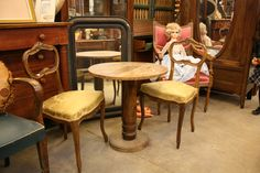 Chez Breizh Debarras, brocante dans les Cotes d'Armor Dining Chairs, Furniture, Home Decor, Decoration Home, Room Decor, Dining Chair, Home Furnishings, Home Interior Design, Dining Table Chairs