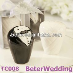 Aliexpress.com : Buy Bride and Groom Salt and Pepper Shaker Favors TC008 (10pcs, 5set) Wedding decoration from Reliable Bride and Groom suppliers on Shanghai Beter Gifts Co., Ltd.