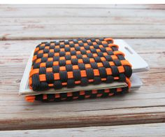 I made this wallet from approximately 28' of gutted paracord. As long as you have a pararcord needle (also called a fid) this project is no problem. You can purchase ...