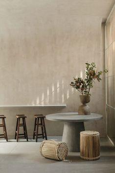 MODIEUS SLAPEN: Een kleinschalig modehotel – storiesbydecovry Patio Interior, Interior Design, Living In Mexico City, Lattice Screen, Best Boutique Hotels, Wooden Screen, Minimalist Interior, How To Make Bed, Medieval