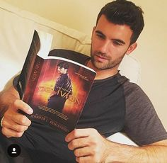 Pepe Toth (Daemon Black) is reading Oblivion ♡♡ List Of Fictional Characters, Book Characters, Oblivion, Ya Books, Good Books, Pepe Toth, Daemon Black, Lux Series, Beautiful Disaster