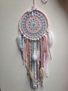 Lace Dream Catchers, Dream Catcher Craft, Bead Embroidery Jewelry, Beaded Embroidery, Los Dreamcatchers, Medicine Wheel, Boho Room, Crochet Mandala, Crochet Projects