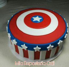 Torta Media libra 22 cm. con escudo de Capitan América.por:  Mia repostería Cali Avengers Birthday Cakes, Captain America Birthday, Avenger Cake, Cakes For Men, Woody, Boy Birthday, Sephora, Fondant, Cupcakes