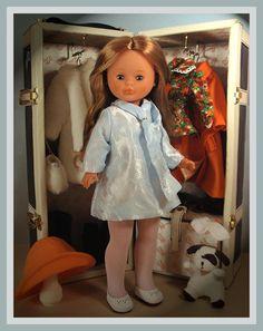 Nancy y su baúl. Vestidos Nancy, American Girl, Nancy Doll, Spanish Girls, Barbie, Madame Alexander, Dollhouse Dolls, Vintage Dolls, Doll Clothes